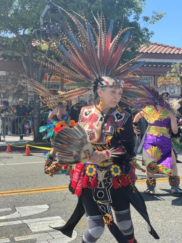 Flotó la mexicanidad en el desfile patrio en Los Angeles