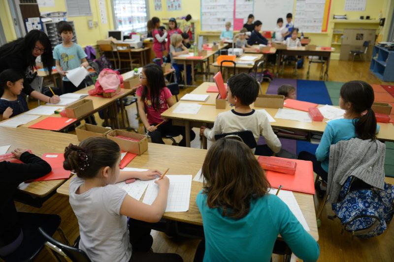 No hay diferencia en el rendimiento académico entre escuelas públicas y chárter, precisa un estudio del Departamento de Educación, dirigido por Betsy DeVos