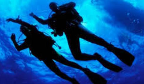 Cuatro muertos y 30 desaparecidos al hundirse un barco de buceo cerca de la isla Santa Cruz