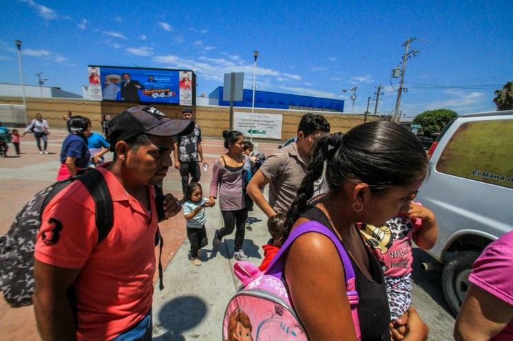Suspende juez de EU norma que aceleraría deportaciones