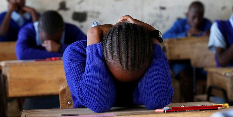 Maestra la humilla por mancharse de sangre menstrual y se suicida