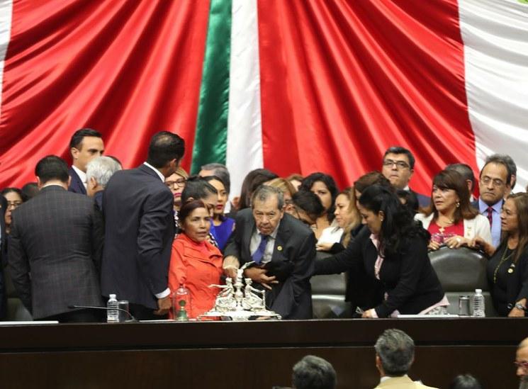 Renuncia Muñoz Ledo a la presidencia de San Lázaro para evitar una crisis constitucional