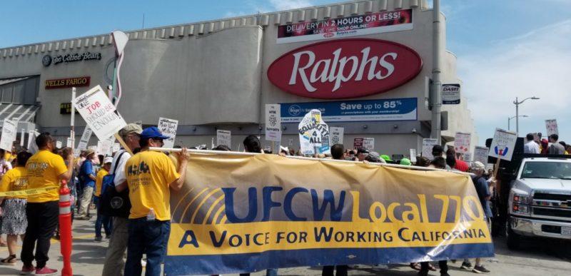 Virtual acuerdo sobre contrato puede impedir huelga en las tiendas Ralphs, Vons, Pavilions y Albertsons