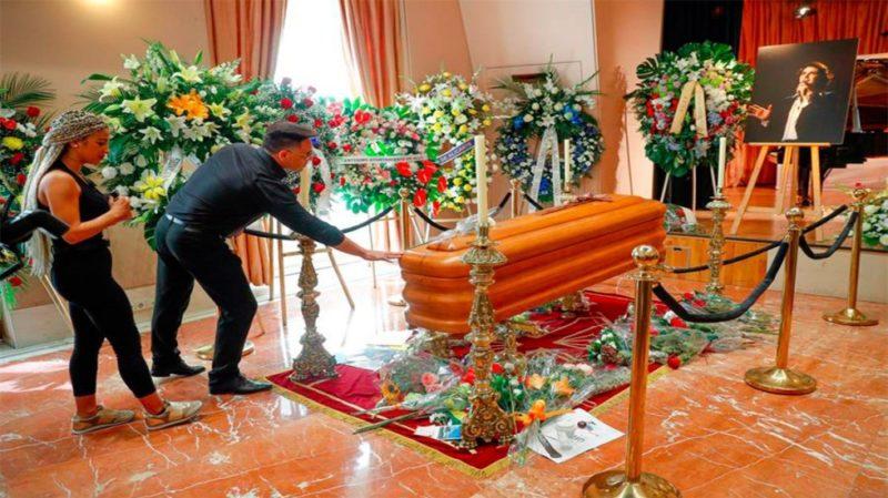 Miles de personas dan el último adiós a Camilo Sesto en Madrid