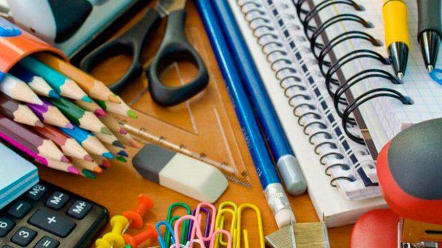 Los maestros de California, primer lugar en el país en uso de dinero propio en la adquisición de útiles escolares para sus alumnos: 664 dólares anuales