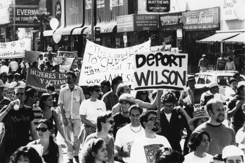 Marcha para recordar el 25 aniversario de la Proposición 187, que negaba servicios públicos a indocumentados e n California
