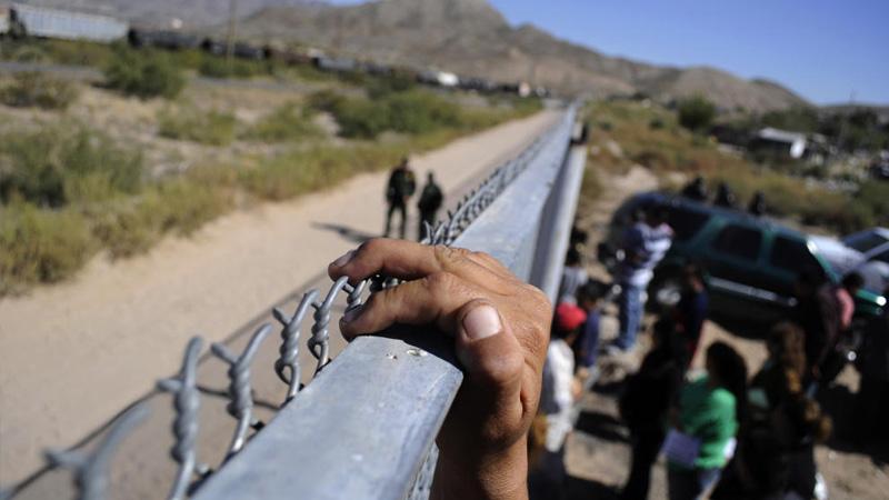 Van a tomar muestras de ADN a solicitantes de asilo y de indocumentados que entren a EU para base de datos a fin de localizar delincuentes