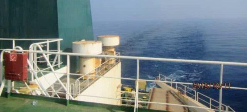 Irán denuncia ataque con misiles a buque petrolero; suben precios del petróleo