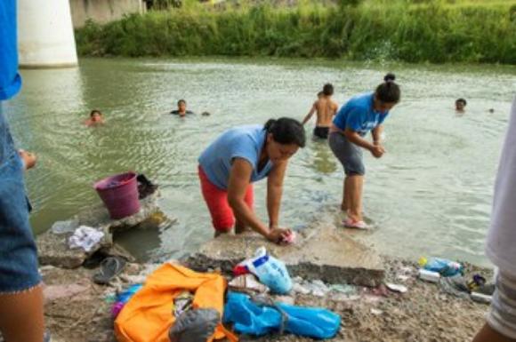 Casi 3 mil mexicanos que huyen de la violencia acampan en Ciudad Juárez para pedir asilo a EU