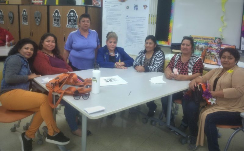 Padres y madres denuncian desconexión de políticas y del manejo de recursos del distrito escolar por un sistema informativo limitado, excluyente de la mayoría