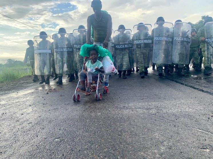 Videos: El gobierno mexicano desmantela la caravana de dos mil migrantes que se dirigía de Tapachula a la frontera norte