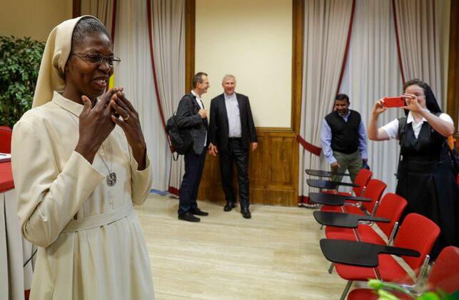 Religiosa se graduó 'cum laude' en una universidad vaticana con una tesis sobre abusos sexuales de curas a monjas