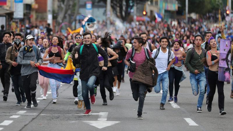 Ahora es Colombia: Los obreros van a paro y el Gobierno amenaza hasta con el cierre de fronteras