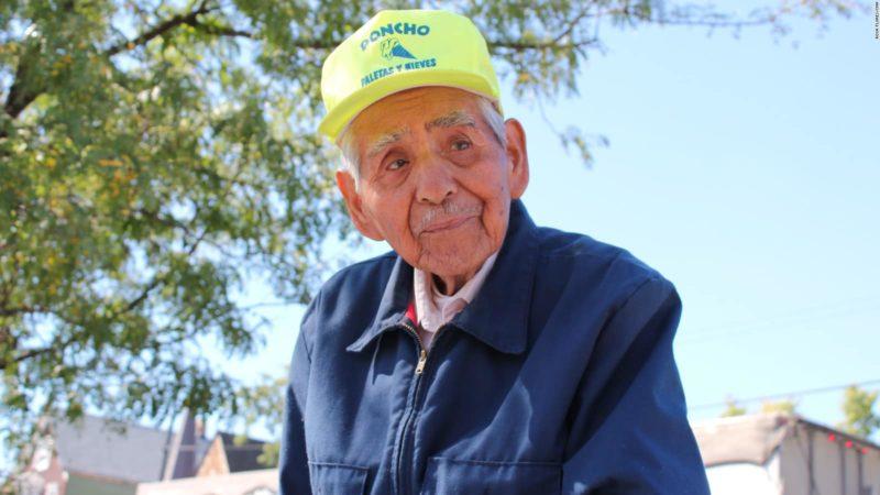 Videos: Muere Don Fidencio, el paletero mexicano de Chicago, quien a sus 90 años seguía trabajando; recibió miles de dólares de la comunidad por su esfuerzo ejemplar