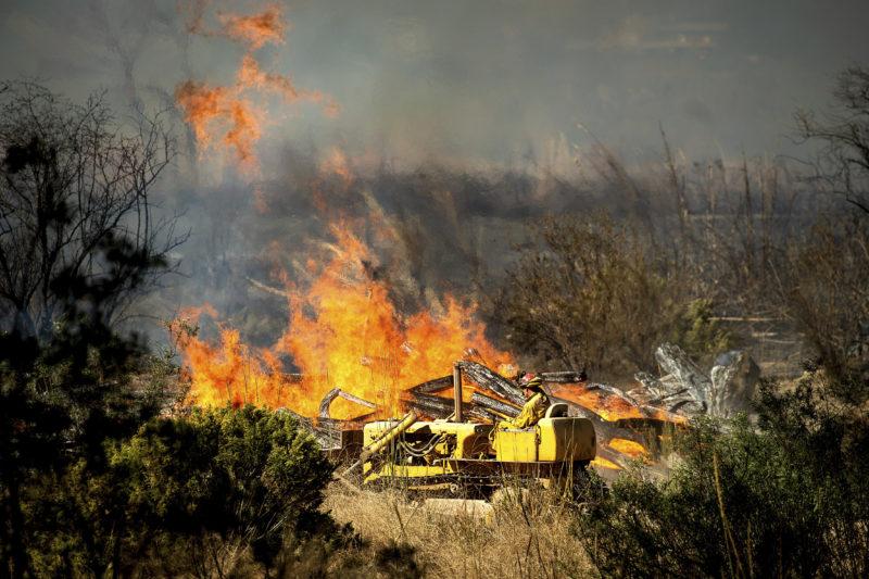 Bomberos luchan contra incendio María que ya consumió 9,412 acres
