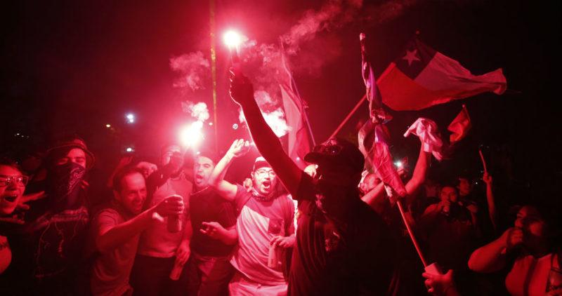 Chile: La movilización social ya cumplió un mes y no se ve cuándo se detenga. 85% no quiere a Piñera