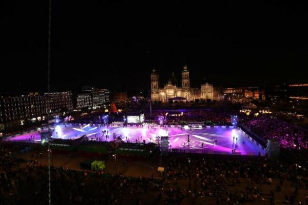 Abre la pista de hielo ecológica en el Zócalo de la Ciudad de México