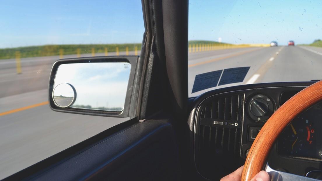 Secuestra a una niña y la mete en su auto, pero una pareja lo detecta y emprende su persecución a 160 km/h para salvarla