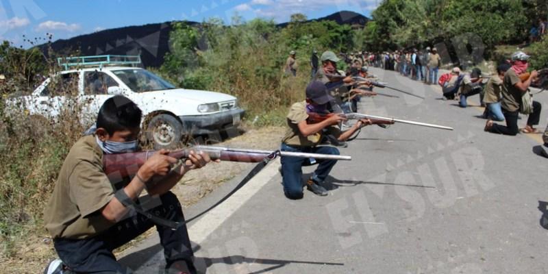 Video: Niños capacitados en manejo de armas se suman a la defensa de su comunidad de bandas criminales, en Guerrero