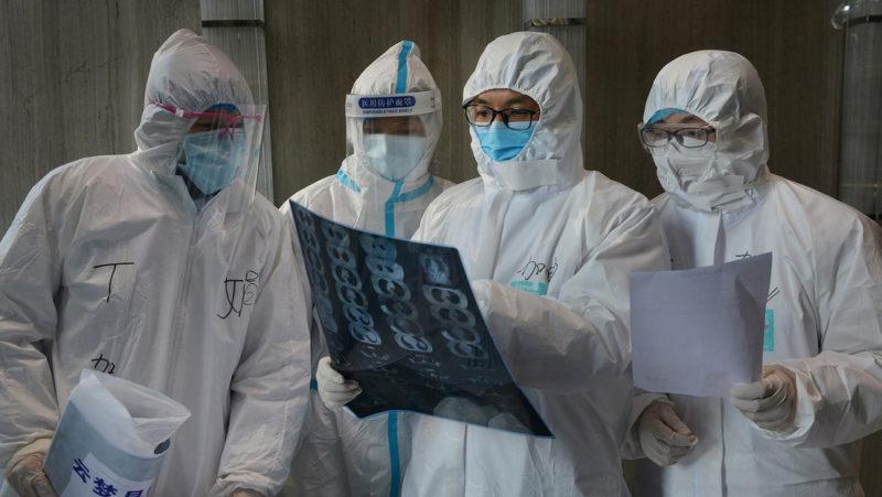 Ascienden a más de 2.300 las víctimas mortales por el coronavirus. Hombres, las principales víctimas