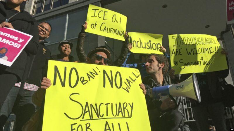 Agentes de la Patrulla Fronteriza y de Aduanas harán redadas en ciudades santuario californianas para detener a indocumentados liberados de cárceles