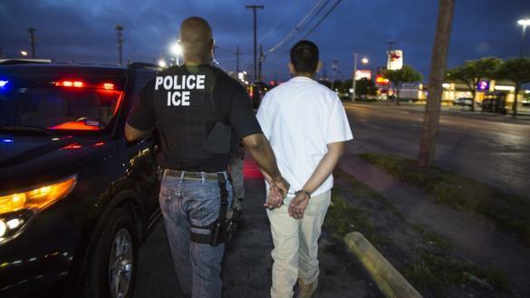 Golpe a ICE: Juez federal prohíbe detenciones a través de Comunidades Seguras