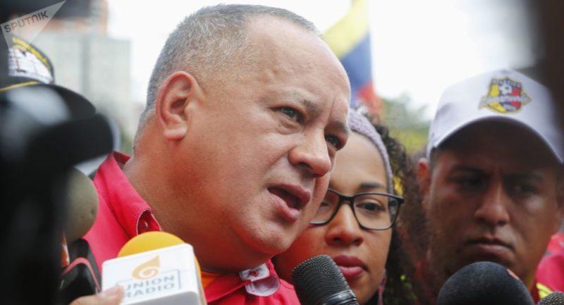 Detienen al tío del golpista Guaidó por portar explosivos en avión