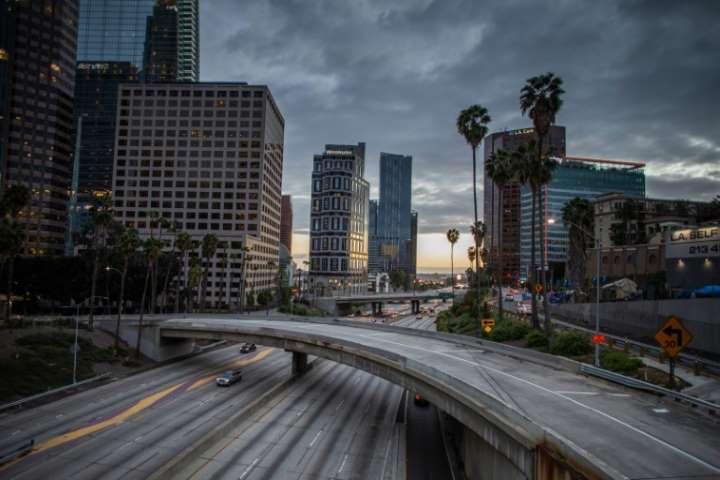 Gobernador de California anuncia toque de queda para los 40 millones de residentes del estado