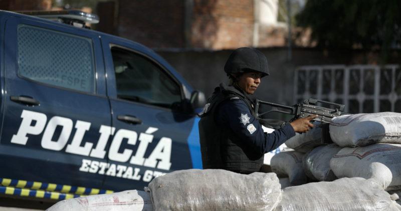 """""""Gente bonita, siga su rutina"""": El CJNG usa propaganda y fuego para imponerse en todo México"""