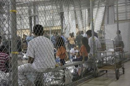Juez de EU ordena la liberación de niños migrantes tras el contagio de cuatro menores por COVID-19