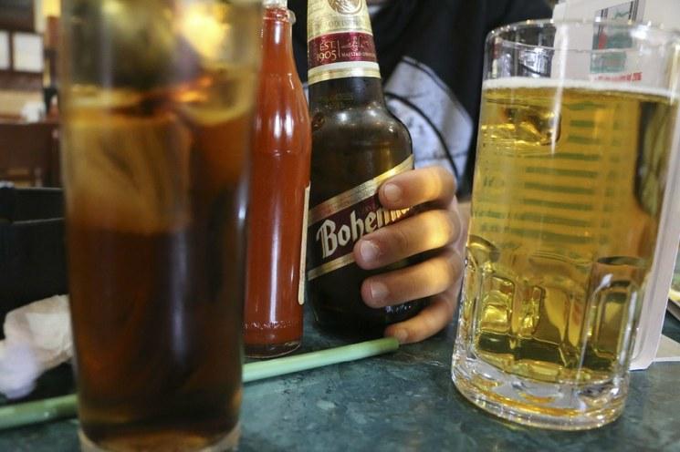 Mueren más por alcoholismo que por coronavirus
