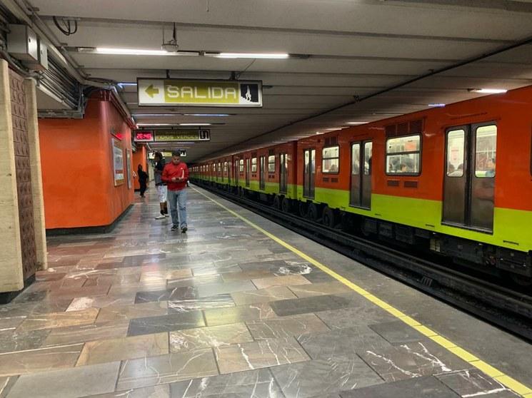 En la Ciudad de México, 62% menos circulación de vehículos y 60% menos usuarios del metro
