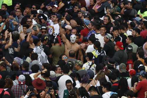 El Vive Latino, especie de burbuja ajena a los problemas