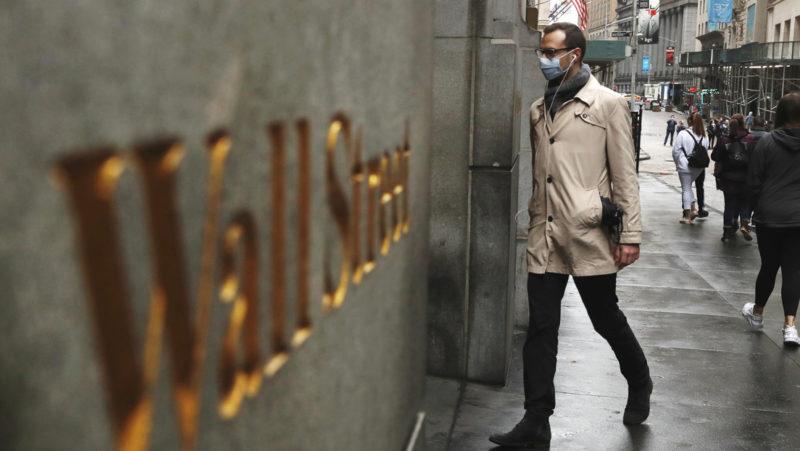 Caen los índices bursátiles de EU, mientras Wall Street podría firmar su peor primer trimestre de la historia