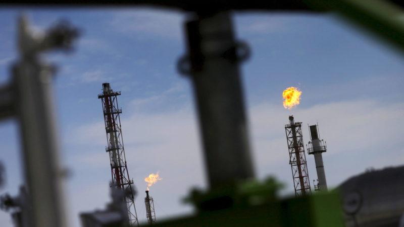El crudo WTI cuesta menos de 11 dólares el barril por primera vez en el siglo XXI