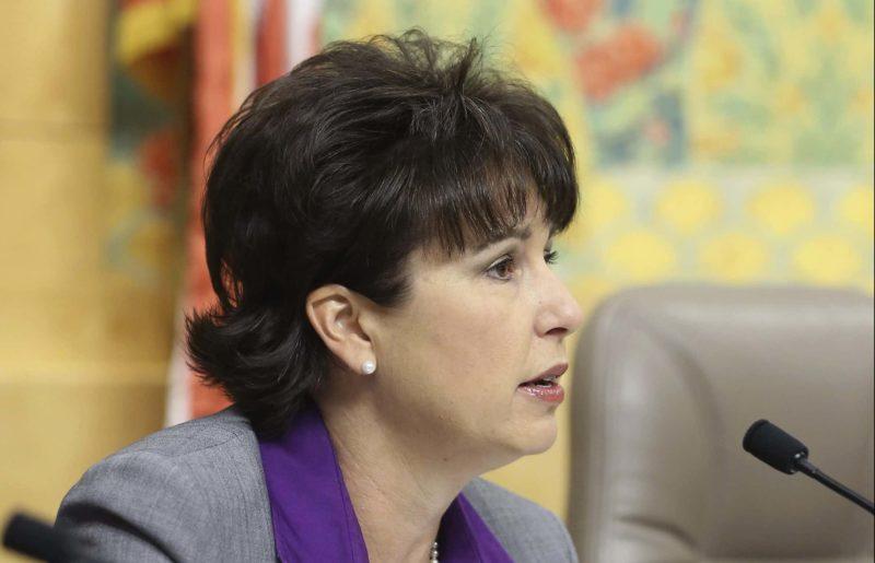 El gobierno estatal se propone otorgar computadora e internet gratuito a estudiantes de familias de bajos recursos de California