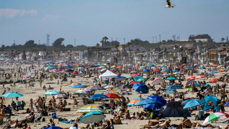Autoridades de Newport Beach desoyen al gobernador Newsom y votan por abrir las playas los próximos tres fines de semana