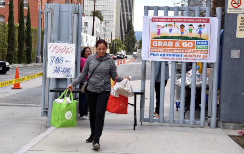 El Sindicato de Maestros de LA responde a inquietudes de los padres sobre la educación de sus hijos y la distribución gratuita de alimentos