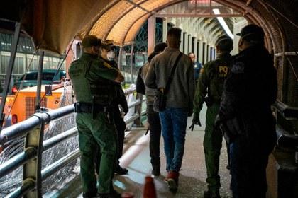 Trump suspende las leyes de inmigración y refuerza la imagen de una frontera cerrada por pandemia