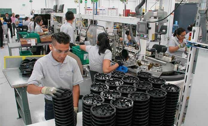Defensa de EU urge a México a que sus obreros vuelvan a fábricas aún con restricciones de Fase 3