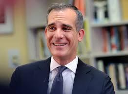 Alcalde de Los Ángeles anuncia expansión de la Tarjeta Angeleno, gracias a donativo de Qatar