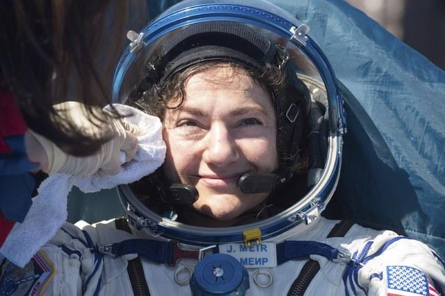 Tres astronautas regresan a la Tierra con la novedad del COVID 19 y el distanciamiento social. Una afirmó que se sentía más libre en el espacio