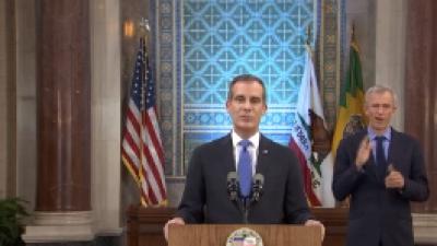 Videos: LA, con una vida irreconocible, requiere apoyo federal porque con recursos mermados por el COVID-19 habrá recortes a servicios y salarios de personal, asegura el alcalde Eric Garcetti