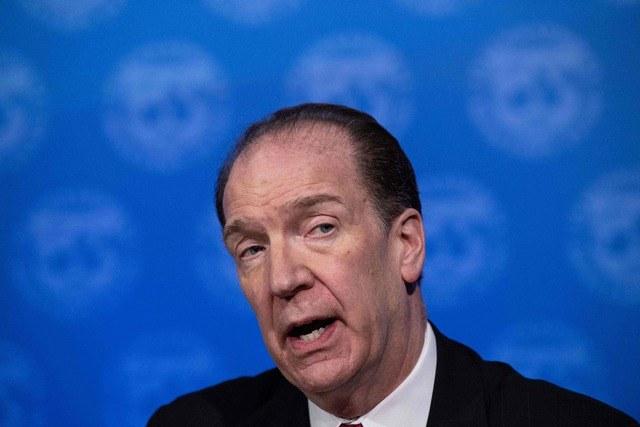 Estima Banco Mundial caída de 20% en las remesas este año