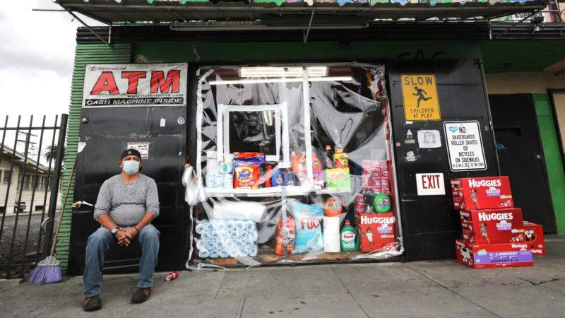 Maestros donarán a sus estudiantes indocumentados el cheque que recibirán como estímulo económico por la pandemia