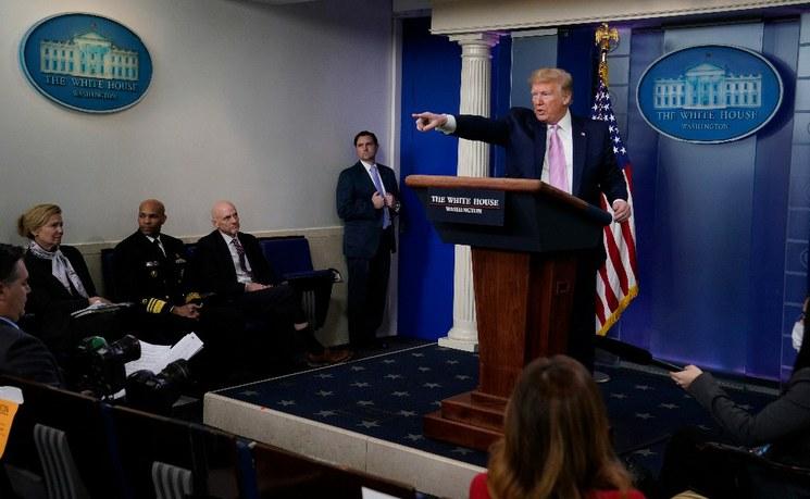 En la pandemia, Trump acentúa medidas antinmigrantes y nutre xenofobia