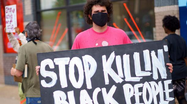 Video: La Policía de Los Ángeles declara ilegales las manifestaciones en el centro de la ciudad por la muerte de George Floyd en Mineápolis