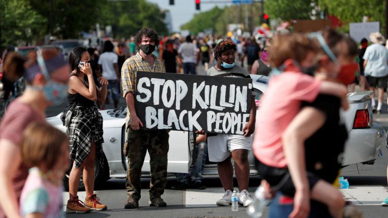 Video: Piden castigo al policía blanco que mató a afroamericano George Floyd