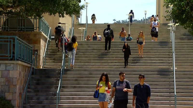 Estudiantes de LAUSD podrían recibir ayuda para ingresar a universidades en tiempo de la pandemia