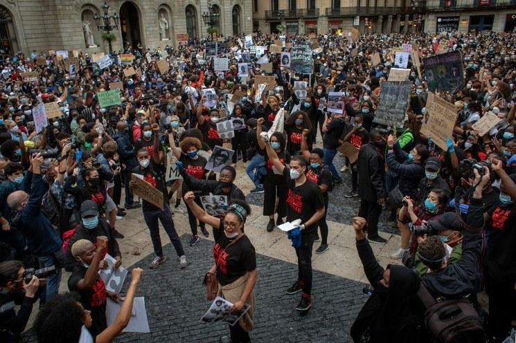 Video: España, Italia, Reino Unido y Tailandia se suman a protestas antirracistas y contra la brutalidad policiaca en EU